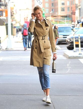 coat trench coat jeans sneakers model off-duty karlie kloss spring outfits shoes