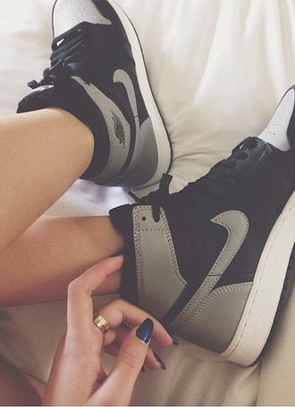 shoes sneakers nike sneakers nike black shoes grey shoes cute shoes