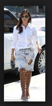 shoes,kourtney kardashian,keeping up with the kardashians,gladiators,knee high,sandals,summer,kardashians,knee high riding boots,over the knee,jeans