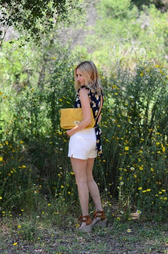 the stylish housewife blogger shorts shoes bag jewels yellow bag wedges white shorts spring outfits