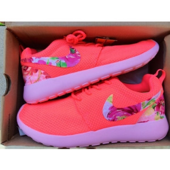 21416b1342f71 26% off Nike Shoes - Roshes from Çhlœ s closet on Poshmark