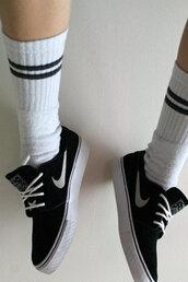 shoes,black,nike,trainers,soks,white,black stripes