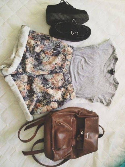 shirt grey shirt grey shoes shorts floral floral print shorts high waisted short high-waisted shorts high waisted denim shorts gray shirt platforms black platforms brown leather brown leather bag bag
