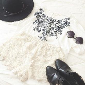shorts t-shirt lace shorts white summer outfits sunglasses