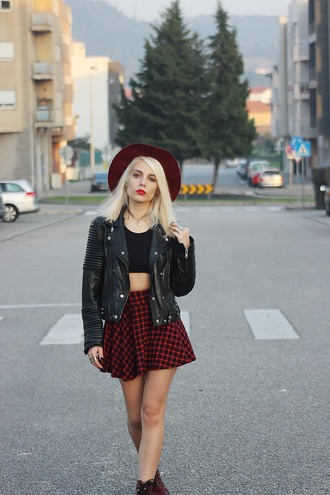 the black effect blogger skater skirt mini skirt plaid skirt black crop top biker jacket