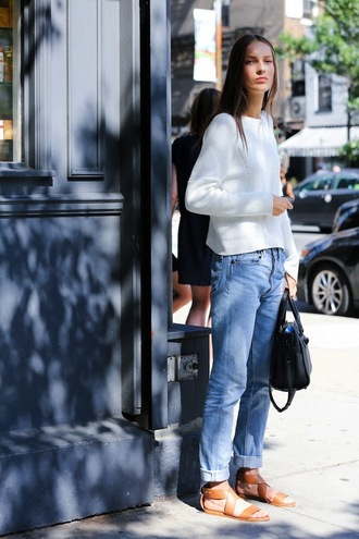 le fashion blogger jeans casual flats sandals white sweater