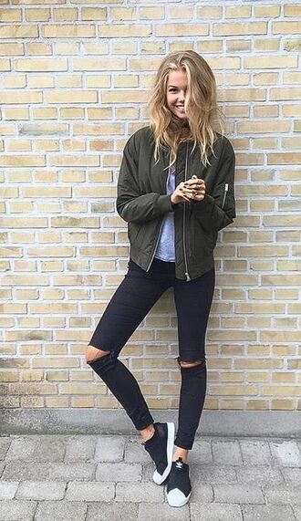 jacket blue shirt green bomber jacket black ripped jeans black sneakers blogger