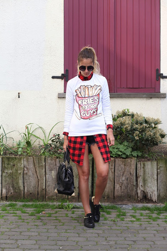 from brussels with love blogger sweater shirt shorts shoes bag red shirt handbag sneakers black bag spring outfits