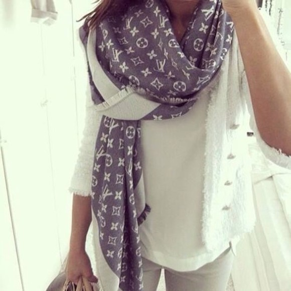 scarf white scarf love it beautiful luis vuitton love pink retro wonderful K-pop yeah women brown scarf sweater blueish grey with diamonds on it