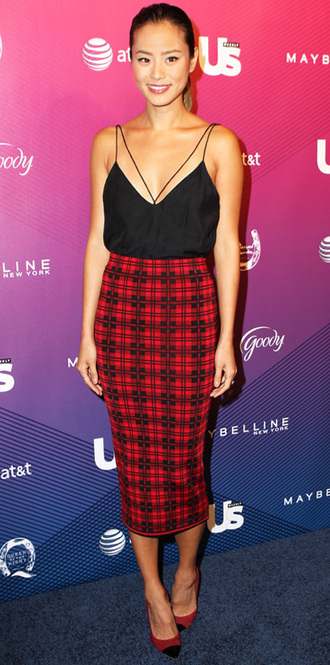 jamie chung classy tank top pencil skirt red skirt plaid skirt black top skirt dress shirt top black cami top cami top midi skirt pumps cap toe red shoes pointed toe pumps celebrity