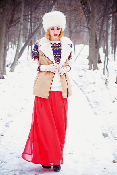 gvozdishe blogger sweater dress shoes fur hat white fur hat christmas sweater holiday season christmas white hat hat vest shearling shearling vest winter outfits winter look maxi skirt red skirt