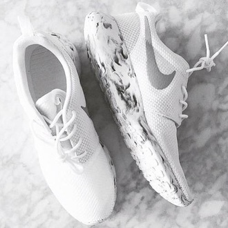 shoes nike nike running shoes nike shoes white white shorts white sneakers casual style beautiful white shoes nike roshe run white marble marble nike sneakers nikes roshe runs