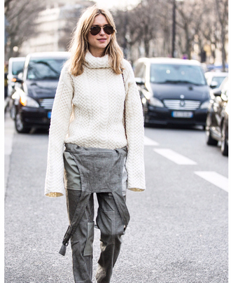 look de pernille blogger knitted sweater turtleneck denim overalls rayban