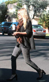 scarf,rayban,mary kate olsen,skinny jeans,jeans,sunglasses,shoes,sweater