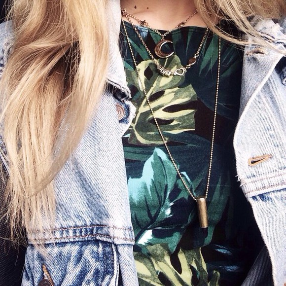 green top black palm tree print jeans necklace jewels