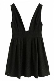 dress,black dress,little black dress,black lace,a line dress,skater dress,mini dress,pleated skirt,plunge v neck,www.ustrendy.com