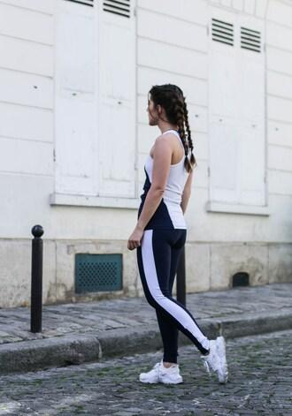 elodie in paris blogger top leggings shoes