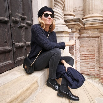 jane's sneak peak blogger loafers knitted sweater beret chain bag black jeans all black everything black loafers