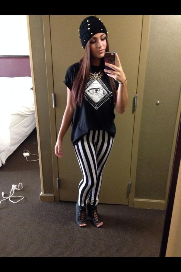 shirt andrea russett black t-shirt beautiful girls fashion hat jewels pants shoes t-shirt andrearussett striped pants