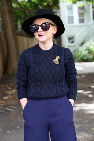 sweater all navy blue outfit all blue all blue outfit blue sweater pants blue pants office outfits hat black hat sunglasses black sunglasses fall outfits