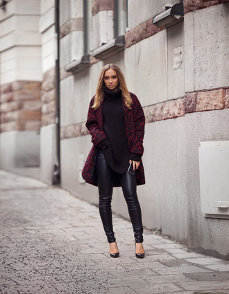 lisa olsson blogger oversized turtleneck sweater leather leggings oversized sweater black sweater