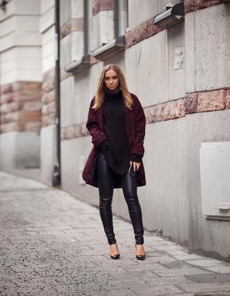 lisa olsson blogger oversized turtleneck sweater leather leggings oversized sweater black sweater red lime sunday