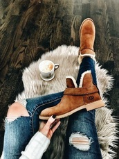 shoes,boots,winter outfits,brown,fashion,ugg boots,straps