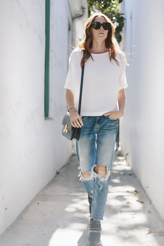 could i have that blogger shoes white top shoulder bag ripped jeans boyfriend jeans