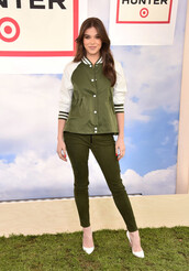 jacket,hailee steinfeld,pumps,pants,khaki,olive green