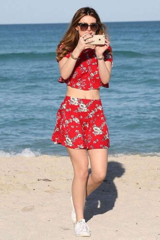 skirt top beach summer outfits mini skirt bella thorne two-piece floral red crop tops red mini skirt