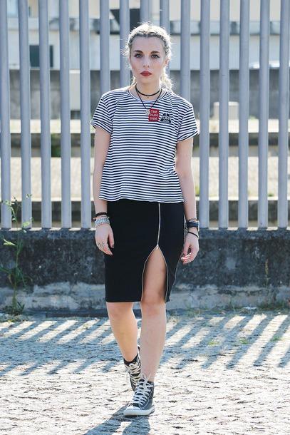 the black effect blogger t-shirt skirt shoes