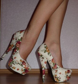 shoes high heels floral floral heels floral high heels pumps vintage flowers fashion white cute high heels cute shoes pastel pastel shoes platform shoes platform high heels white high heels retro beige shoes beige beige pumps weheartit tumblr