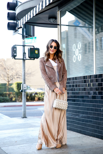 carriebradshawlied blogger t-shirt dress shoes skirt pants maxi dress suede jacket winter outfits