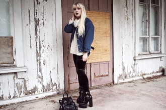 thelma malna blogger sweater leggings shoes sunglasses jacket