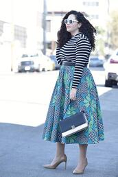 make-up,girl with curves,blogger,top,skirt,belt,shoes,bag,sunglasses,jewels