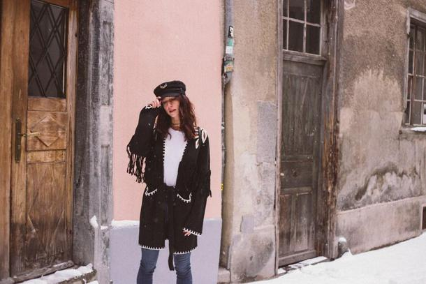 to bruck ave blogger coat t-shirt jeans cardigan winter outfits