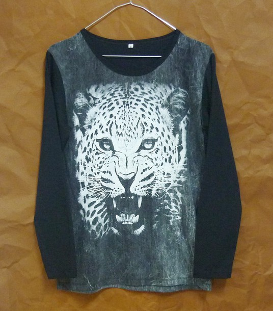 t-shirt tiger shirt tiger tshirt long sleeves crewneck animal tshirt wild shirt leopard tshirt leopard shirt bleached bleach shirt winter shirt cute shirt t-shirt women tshirt men tshirt teen tshirt