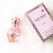 make-up,perfume,perfume bottle,pink,flowers,pink flowers,blush,daisy dream,marc jacobs,daisy dream perfume,sephora