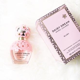 make-up perfume perfume bottle pink flowers pink flowers blush daisy dream marc jacobs daisy dream perfume sephora