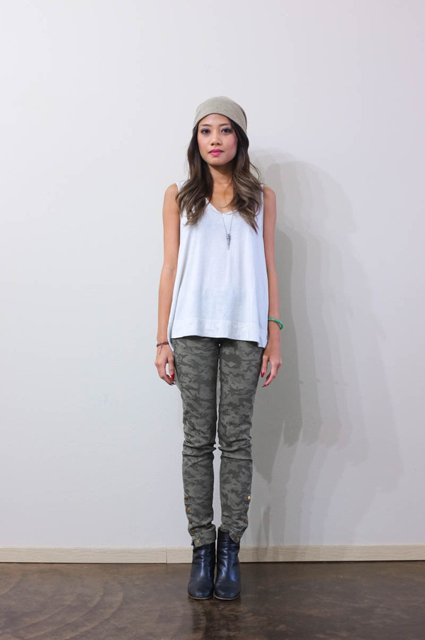 phi style t-shirt pants shoes hat jewels