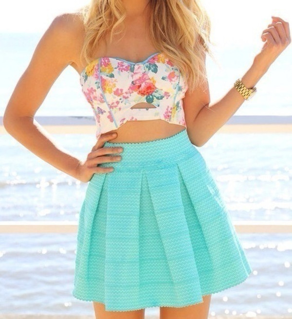 skirt top summer blue colorful beach sun blue skirt colorful top t-shirt dress blouse tank top shirt floral crop top white pink floral pink blue skirt teal turquoise pleated tirquoise lovely flower pattern floral bandeau shirt blue skater skirt