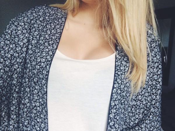 cardigan kimono black white flowers blonde hair jacket blouse