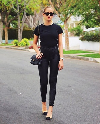 jeans black jeans skinny jeans shoes bag chanel t-shirt black t-shirt chanel bag