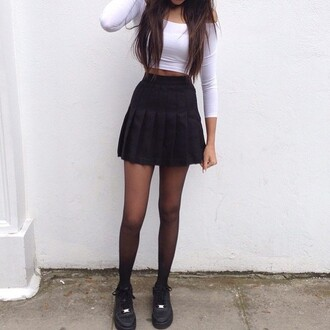 skirt sporty black girly shirt t-shirt earphones shorts shoes tennis skirt black skirt vintage hipster grunge harajuku fila fashion style tumblr tumblr outfit instagram lookbook indie boho bohemian winter outfits vogue kadarshian dress pleated skirt white crop tops