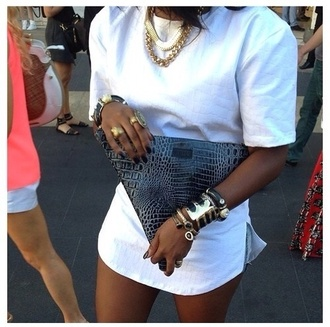 bag babe purse jewels ring chain trill dope trendy triangle crocodile t-shirt dress white leather jewelry bracelets