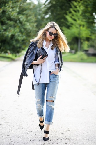 caroline louis pardonmyobsession blogger ripped jeans leather jacket quilted bag
