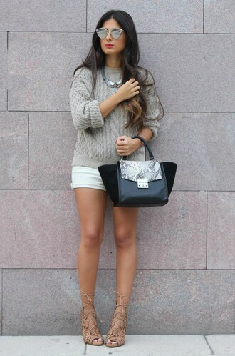 style by nelli blogger knitted sweater grey sweater purse mirrored sunglasses