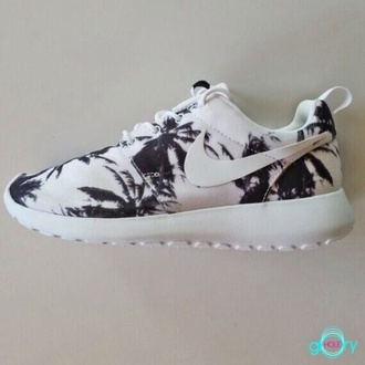 shoes nike roshe run palm tree print nike nike roshe run palm trees roshe runs palms palm tree beach boho sportswear running shoe nike free run running shoes style fashion celebrity style fashionista809