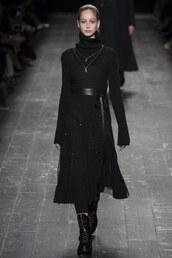 all black everything,Valentino,fashion week 2016,paris fashion week 2016,runway,model,turtleneck,turtleneck dress