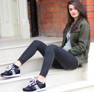 peexo blogger jeans black jeans black sneakers army green jacket